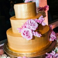Gold Wedding Cake Photo 2